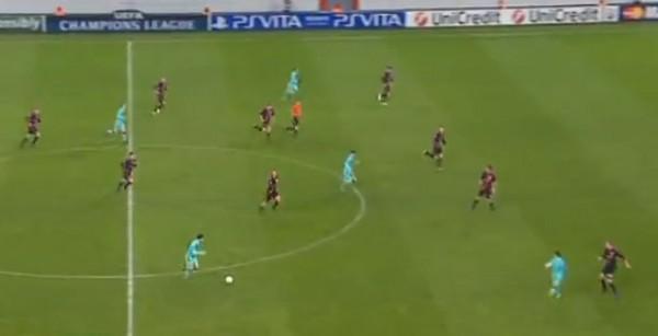 Рекламные баннеры Playstation Vita на стадионах в матчах UEFA