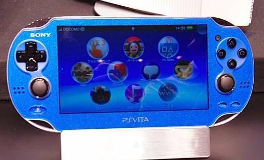 PS Vita в новых цветах - красном и синем